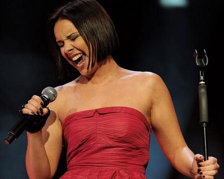 test de musica pop latina - cantante argentina Chenoa en concierto