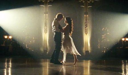 foto del video de ed sheeran bailando con chica