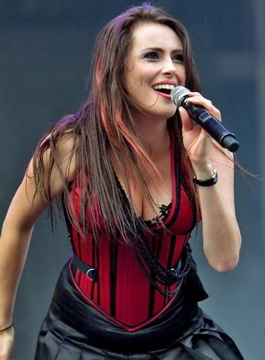 test hard rock and metal frontwomen - sharon den adel