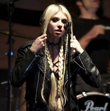 test hard rock and metal frontwomen - taylor momsen